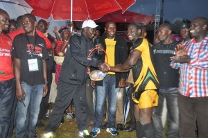 Uasin Gishu County Governor Jackson Mandago presents gifts to the winning team at the #Chebarbar 7s